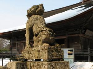 狛犬と本堂