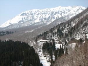 残雪の大山南壁