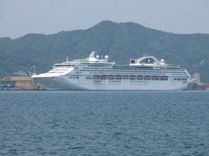 大型クルーズ船サン・プリンセス入港