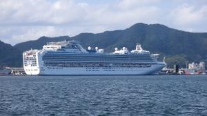 大型クルーズ船 ダイアモンド・プリンセス入港