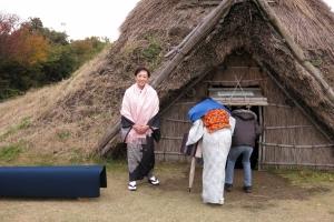 竪穴住居で茶会